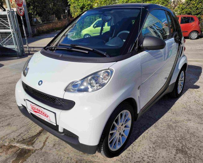 Smart ForTwo λευκό αυτοκίνητο